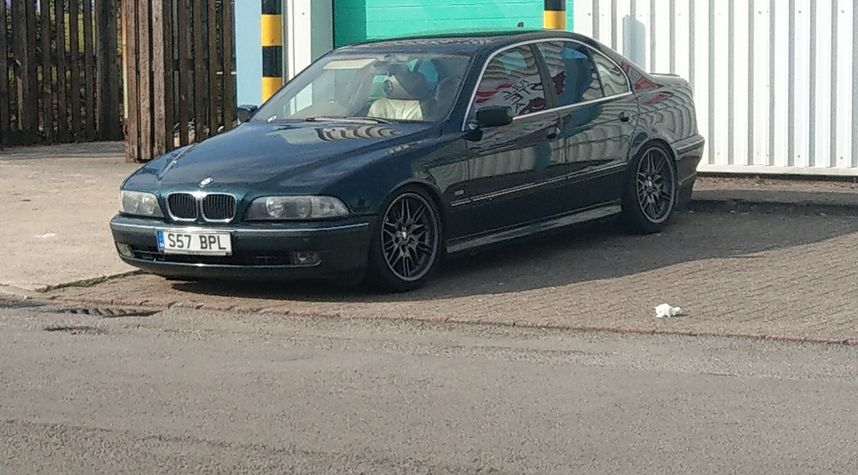 Main photo of Nathan Jones's 1998 BMW 5 Series