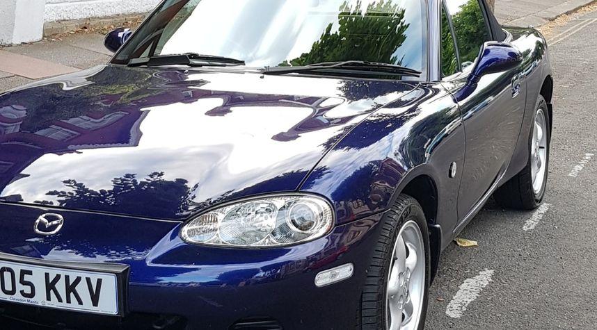 Main photo of Elliott Hawkins's 2005 Mazda MX-5 Miata
