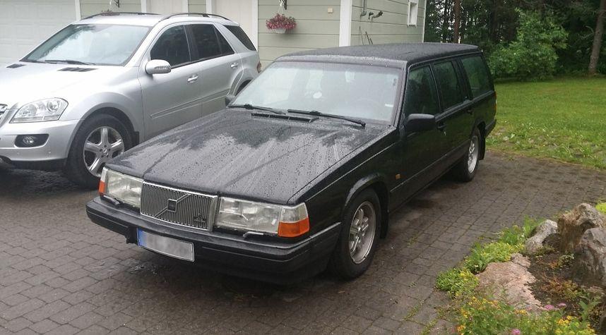 Main photo of ThermaL Shark's 1991 Volvo 940