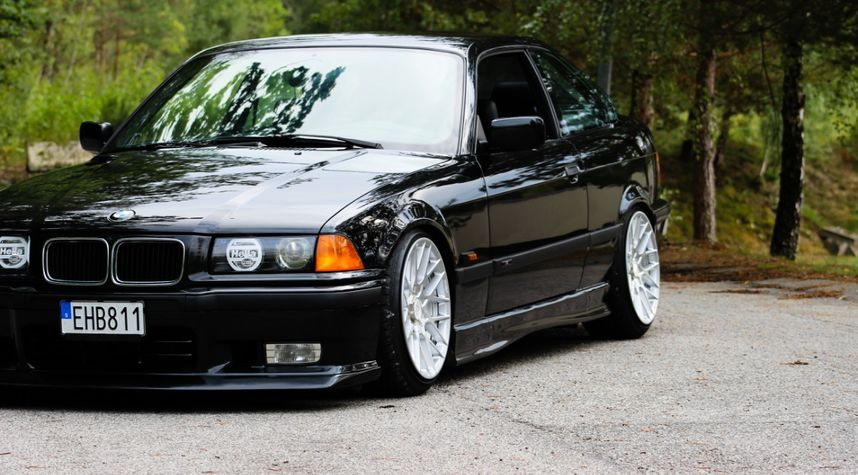 Main photo of Victor Vidarsson's 1995 BMW 3 Series