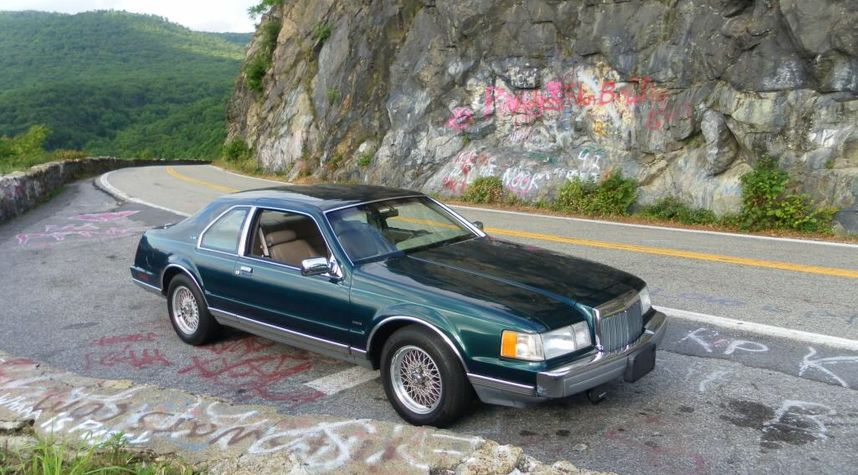 Main photo of Dave Gia's 1992 Lincoln Mark VII