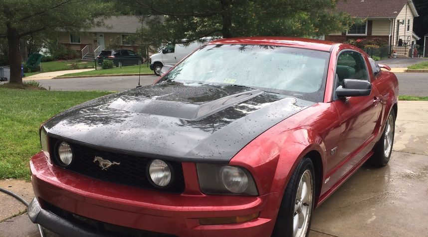 Main photo of Raul Velasquez's 2007 Ford Mustang