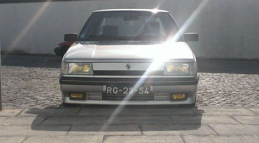 Main photo of Artur Azevedo's 1989 Renault 9
