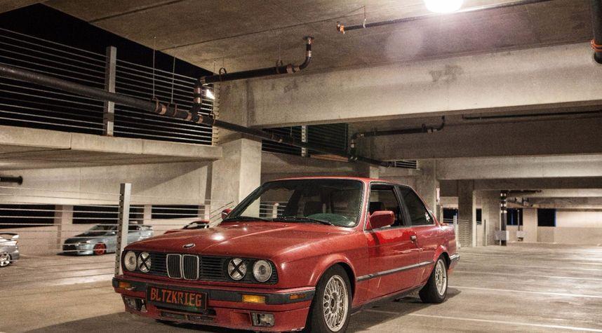 Main photo of Oliver von Mizener's 1989 BMW 325