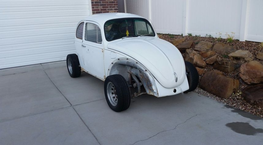 Main photo of Zach Flippo's 1968 Volkswagen Beetle (Pre-1980)