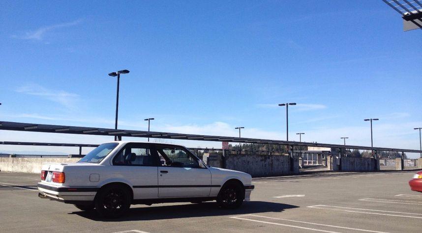 Main photo of Kevin Barnett's 1991 BMW 3 Series