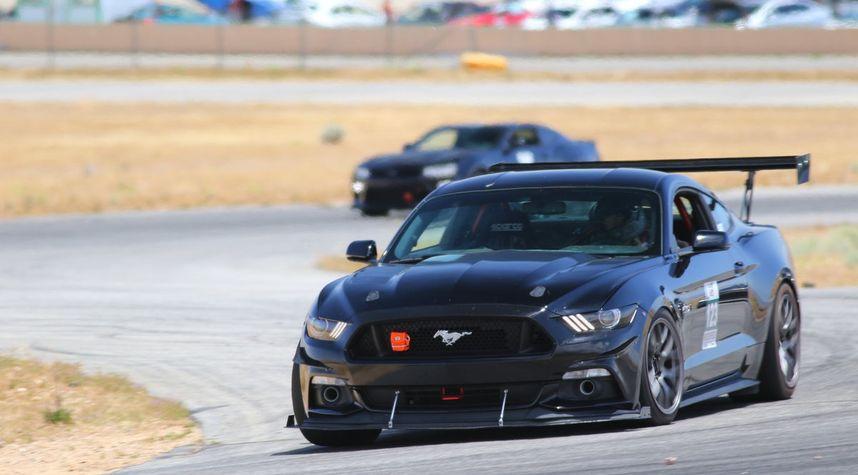 Main photo of David Gomez's 2016 Ford Mustang