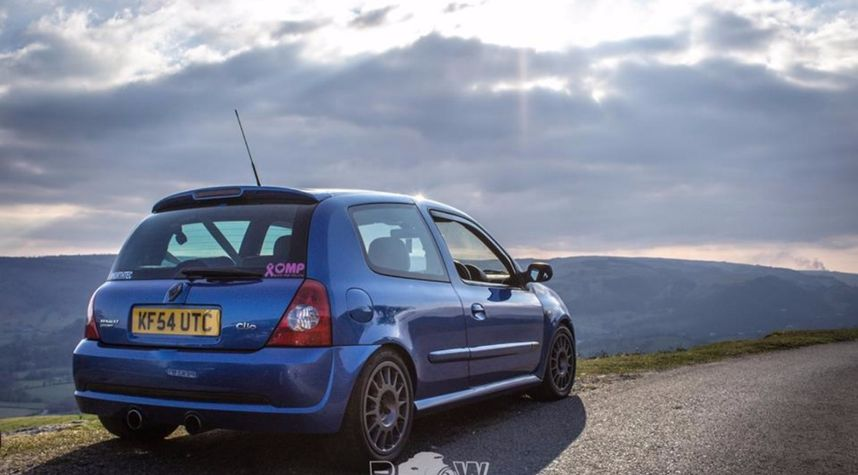 Main photo of Rob Watts's 2004 Renault Clio Sport 182