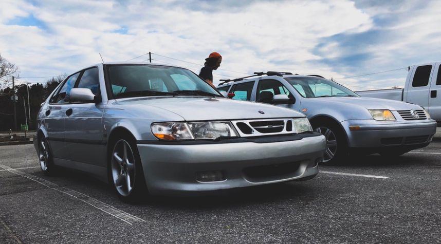 Main photo of Mitchell Summers's 2002 Saab 9-3