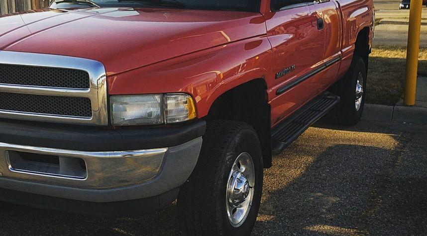Main photo of Connor McCord's 2000 Dodge Ram Pickup 2500
