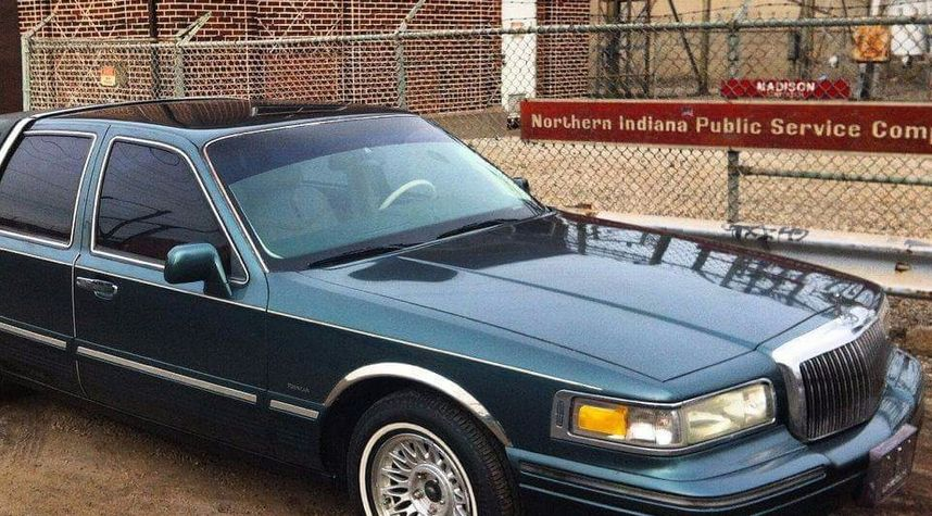 Main photo of Michael Fusco's 1995 Lincoln Town Car