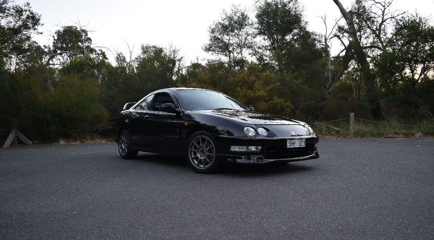 Main photo of Phillip Le's 2000 Honda Integra