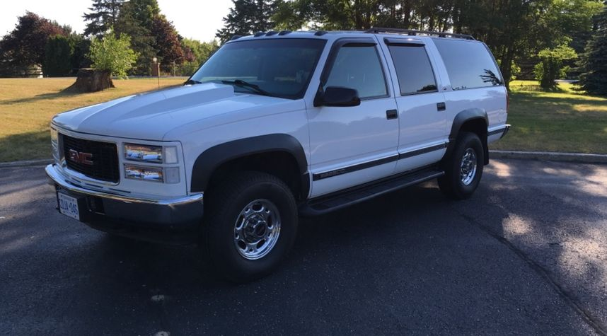 Main photo of Brent Clements's 1999 GMC Suburban