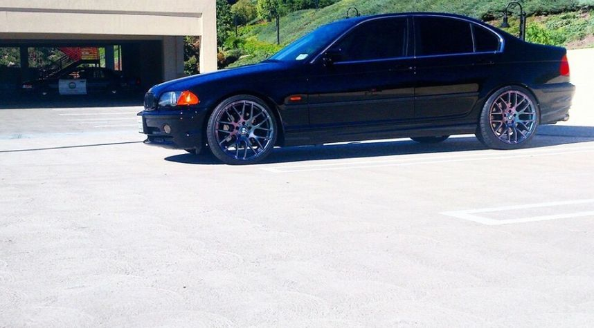 Main photo of Joe Ayala's 2001 BMW 3 Series