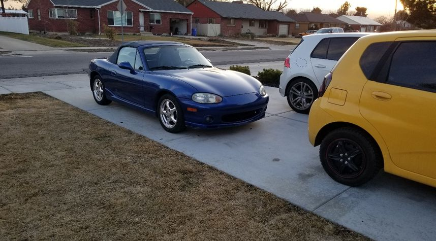 Main photo of Zach Horton's 1999 Mazda MX-5 Miata