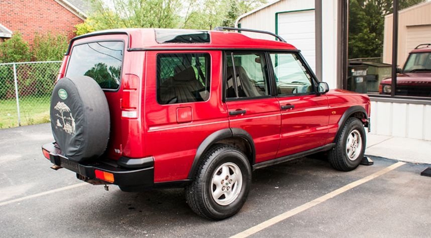 Main photo of Carlie Bentley's 1999 Land Rover Discovery