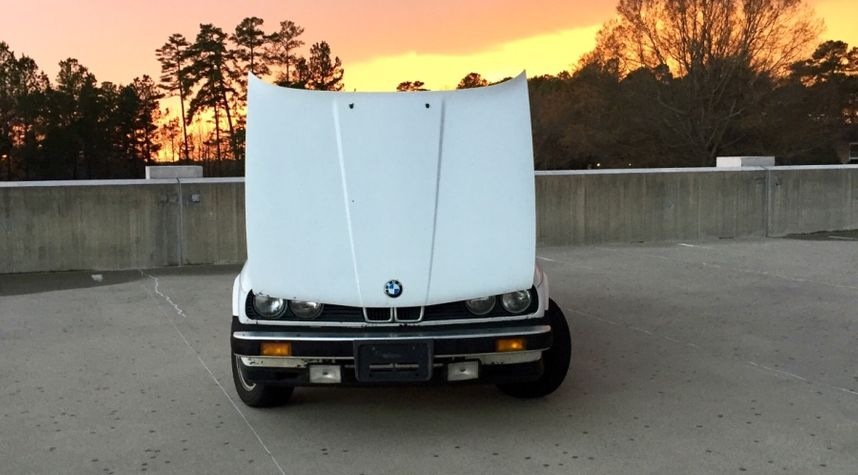 Main photo of Evan Morgan's 1984 BMW 325