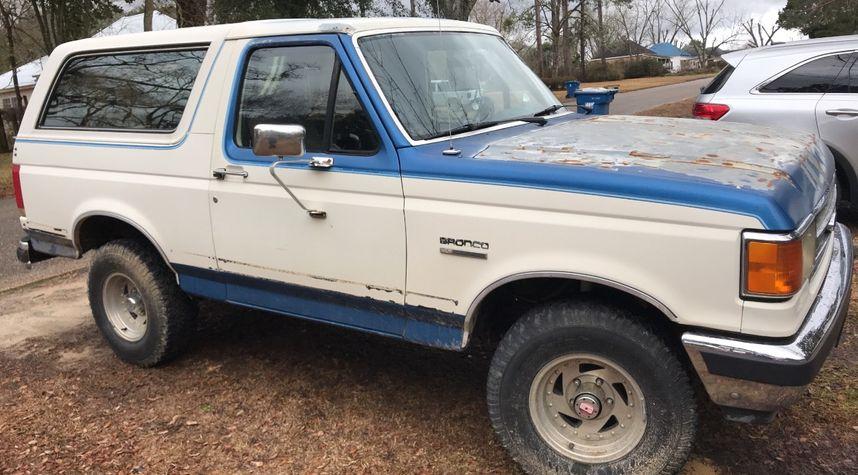 Main photo of Adam Resendiz's 1990 Ford Bronco