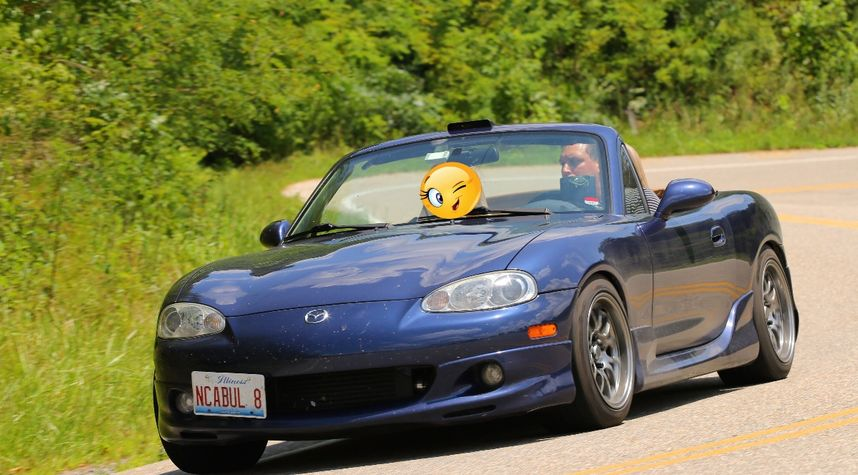 Main photo of Stephen Landon's 2001 Mazda MX-5 Miata