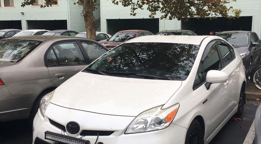 Main photo of Erik Caruso's 2013 Toyota Prius