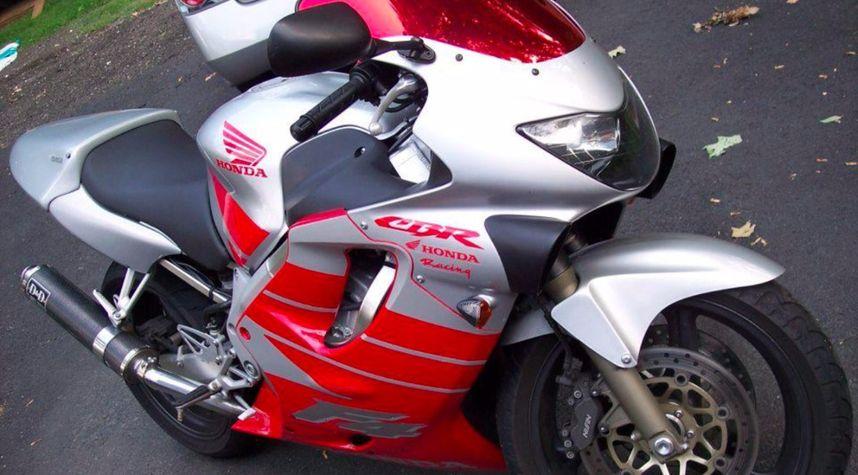 Main photo of Rob Penwell's 2001 Honda CBR 600
