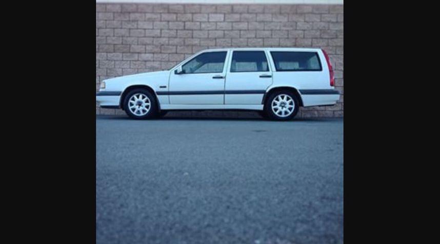 Main photo of Joshua Ricca's 1996 Volvo 850