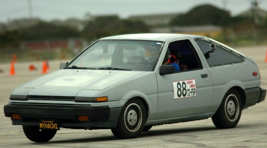 Main photo of Tyler Colgett's 1986 Toyota Corolla