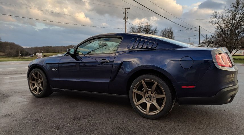 Main photo of Christopher Hanson's 2011 Ford Mustang