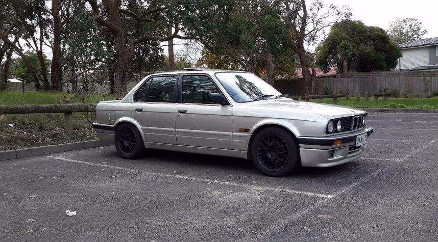 Main photo of Shane McKenzie's 1988 BMW 3 Series