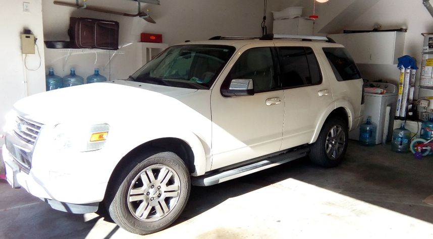 Main photo of Terence Anderson's 2009 Ford Explorer