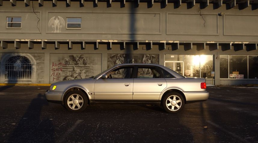 Main photo of Walter Moore's 1995 Audi S6