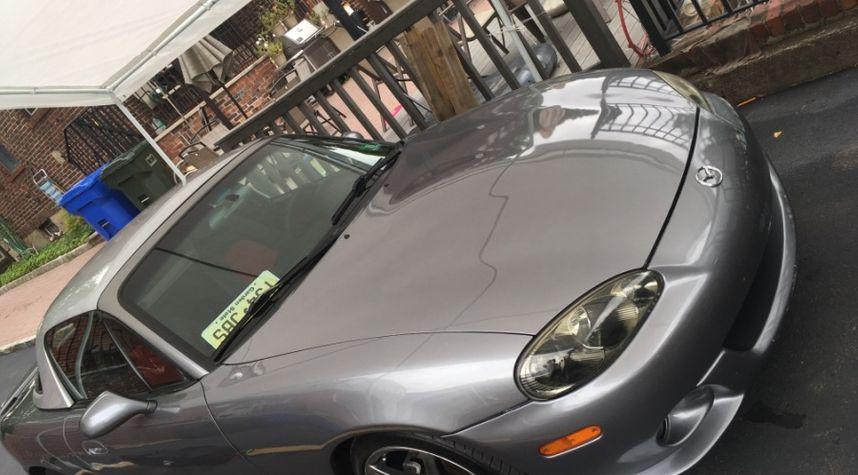 Main photo of Billy Nazario's 2004 Mazda MAZDASPEED MX-5 Miata