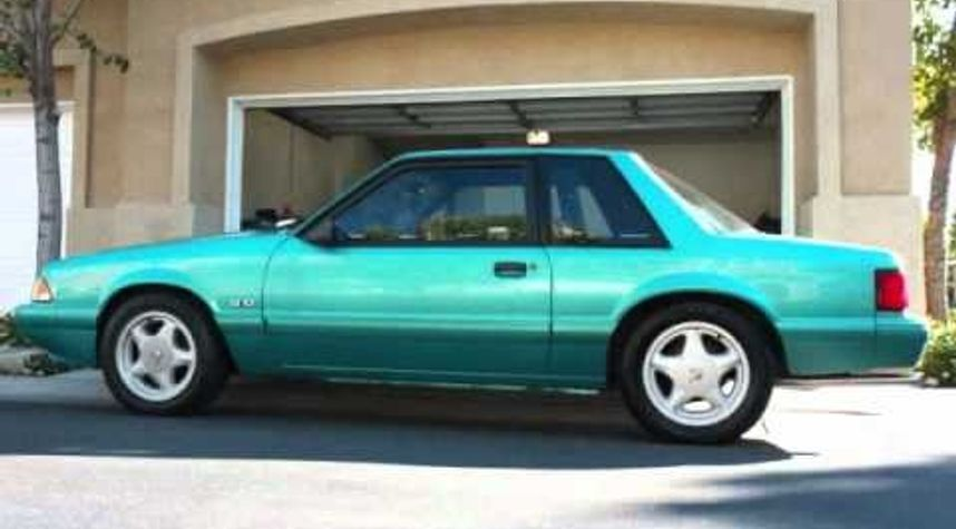 Main photo of Cameron Stuart's 1988 Ford Mustang