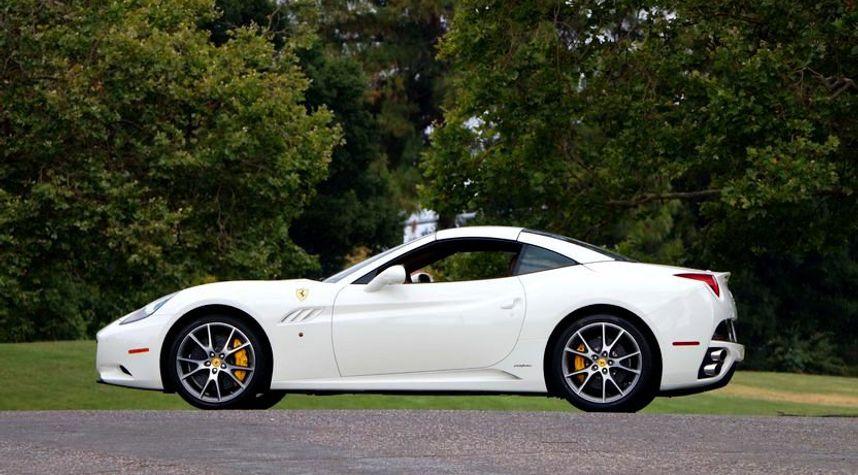 Main photo of Mark Jawdoszyn @mr.jawdoszyn's 2011 Ferrari California