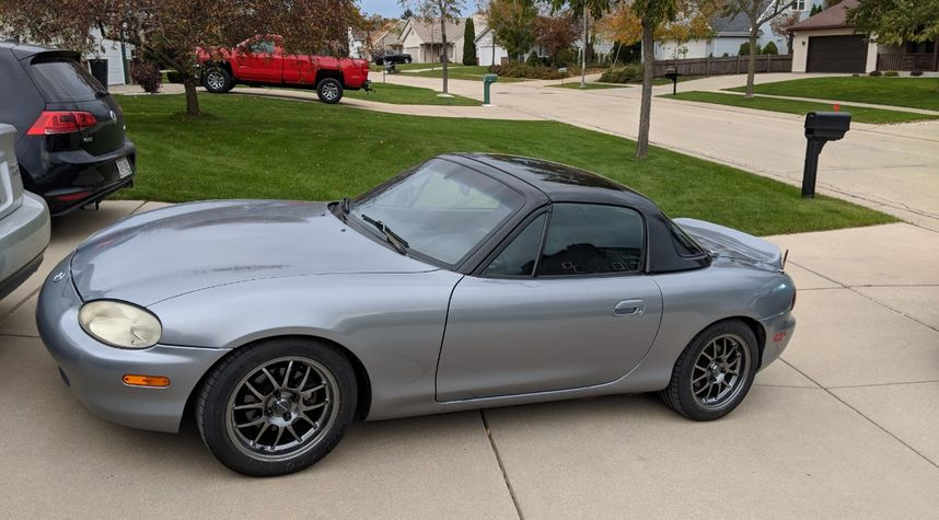 Main photo of Jason Walters's 1999 Mazda MX-5 Miata