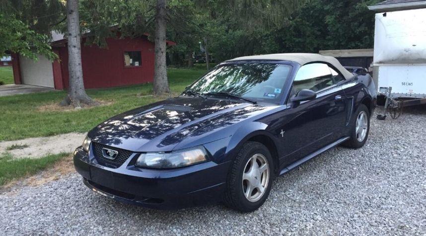 Main photo of Isaac Zibara's 2001 Ford Mustang
