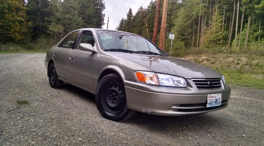 Main photo of Gage Cudmore's 2001 Toyota Camry