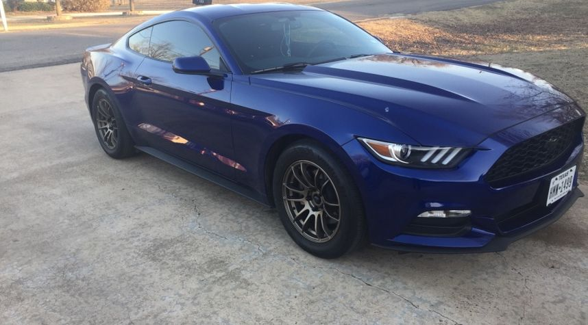 Main photo of Devin Nelams's 2016 Ford Mustang