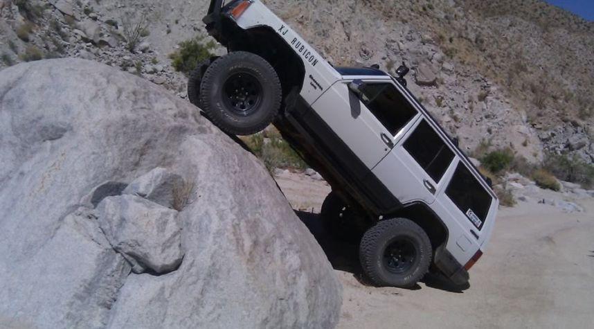 Main photo of Garrett Davis's 1991 Jeep Cherokee