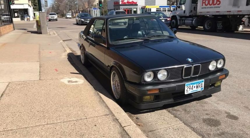 Main photo of Max Kuker's 1991 BMW 325