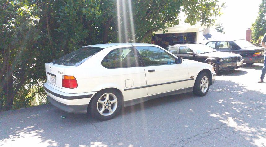 Main photo of Stephen Roth's 1996 BMW 318ti