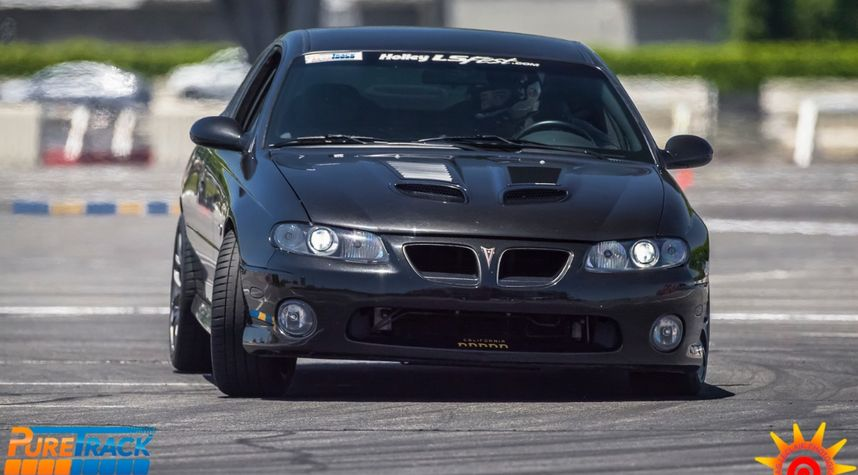 Main photo of David Grajeda's 2006 Pontiac GTO