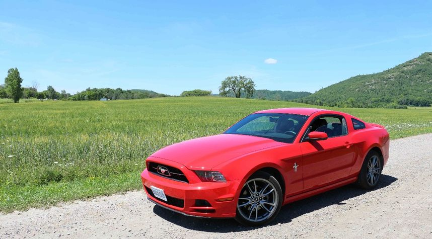 Main photo of Connor Becker's 2013 Ford Mustang