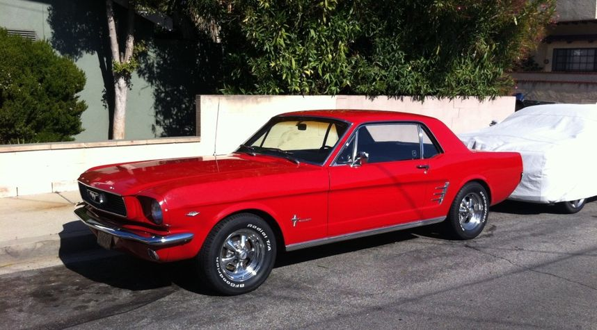 Main photo of Mark Lee's 1966 Ford Mustang