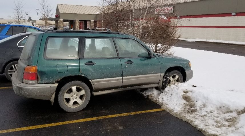 Main photo of Kyle Wickersham's 1998 Subaru Forester