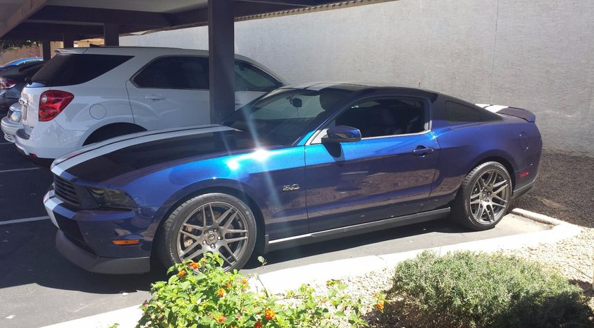 Main photo of Robert Helms's 2011 Ford Mustang