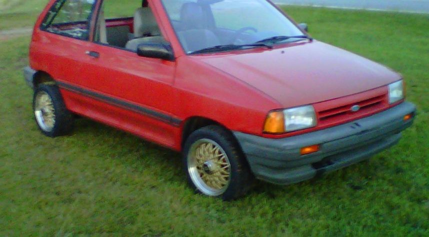 Main photo of Dustin Short's 1990 Ford Festiva