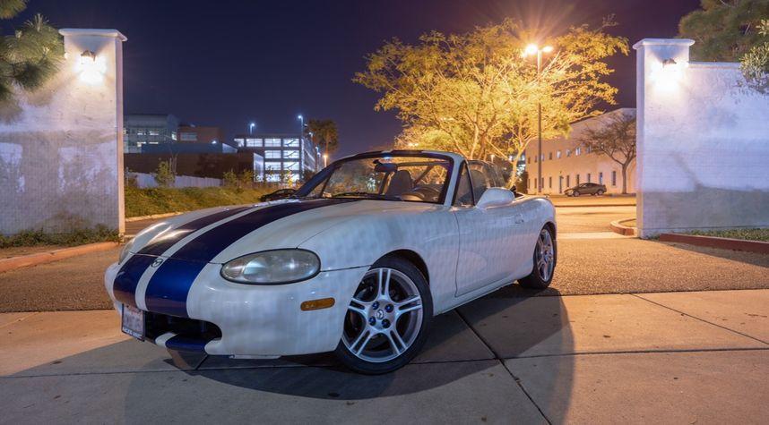 Main photo of Alan Davis's 1999 Mazda MX-5 Miata