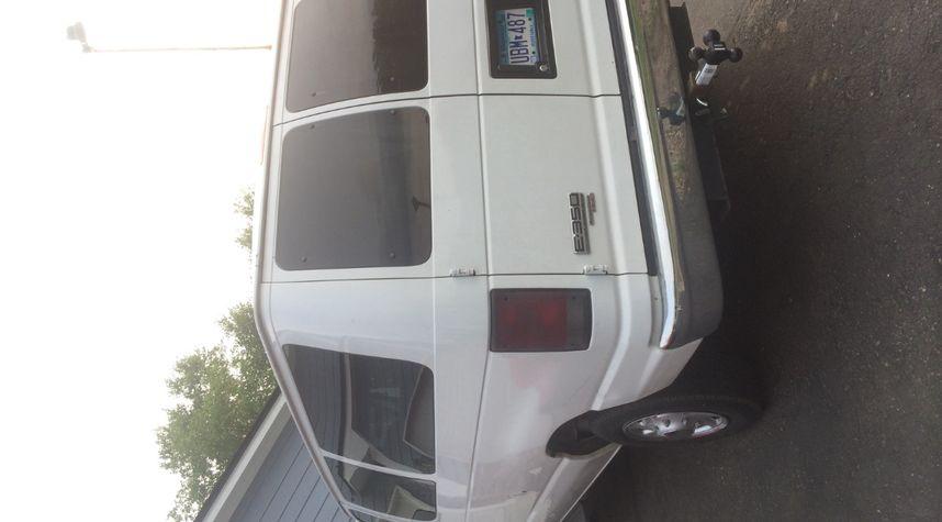 Main photo of Haris Mulahasic's 2007 Ford Econoline Wagon