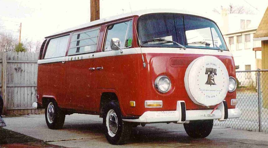 Main photo of Matt Nelson's 1971 Volkswagen Microbus